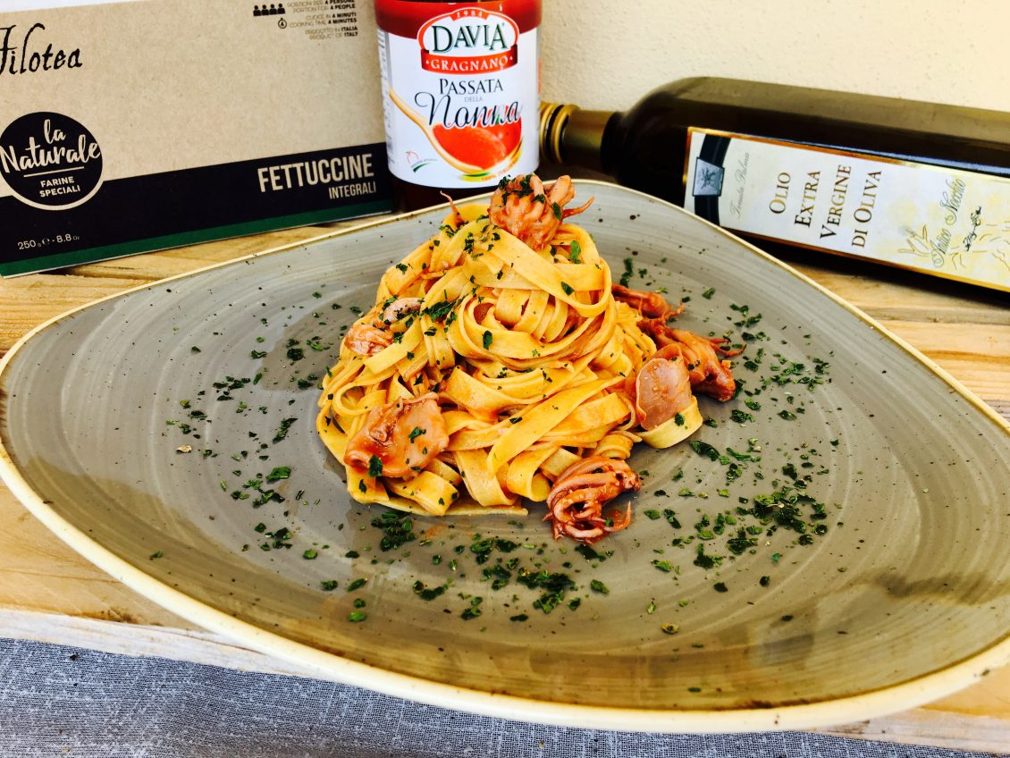 Fettuccine con Calamari al Sugo