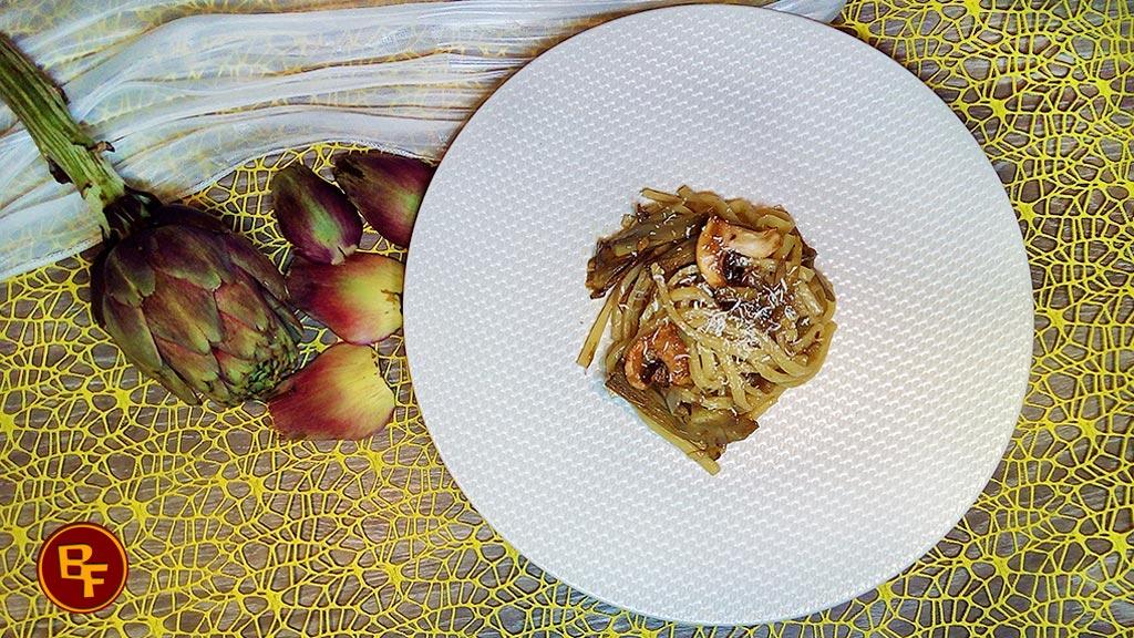 Pasta con carciofi e funghi
