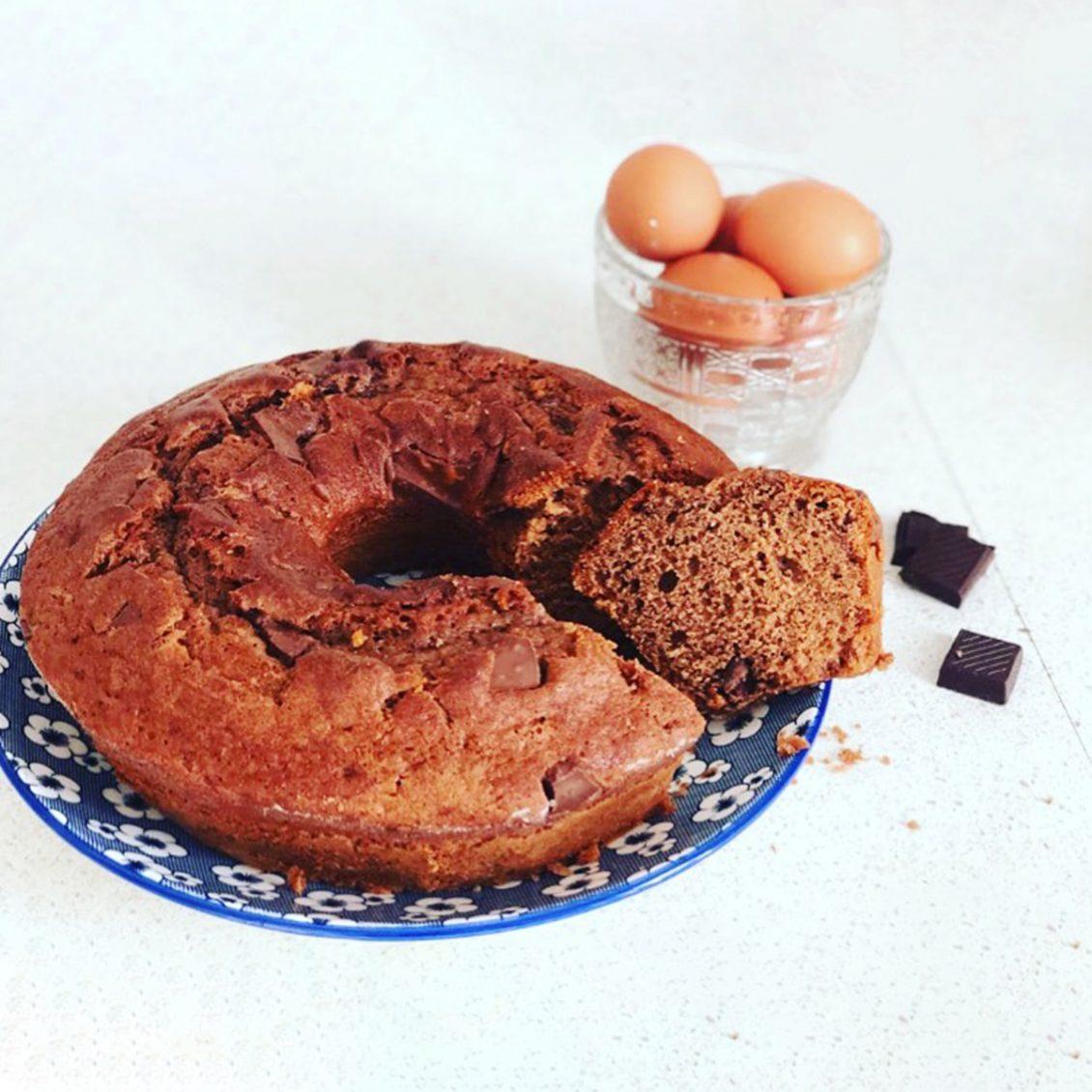 ciambella al cioccolato delle uova di Pasqua