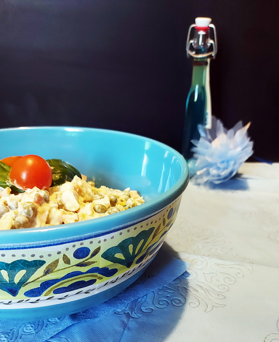 Insalata di pollo profumata al basilico in Insalatiera Piccola London Camilla Maison