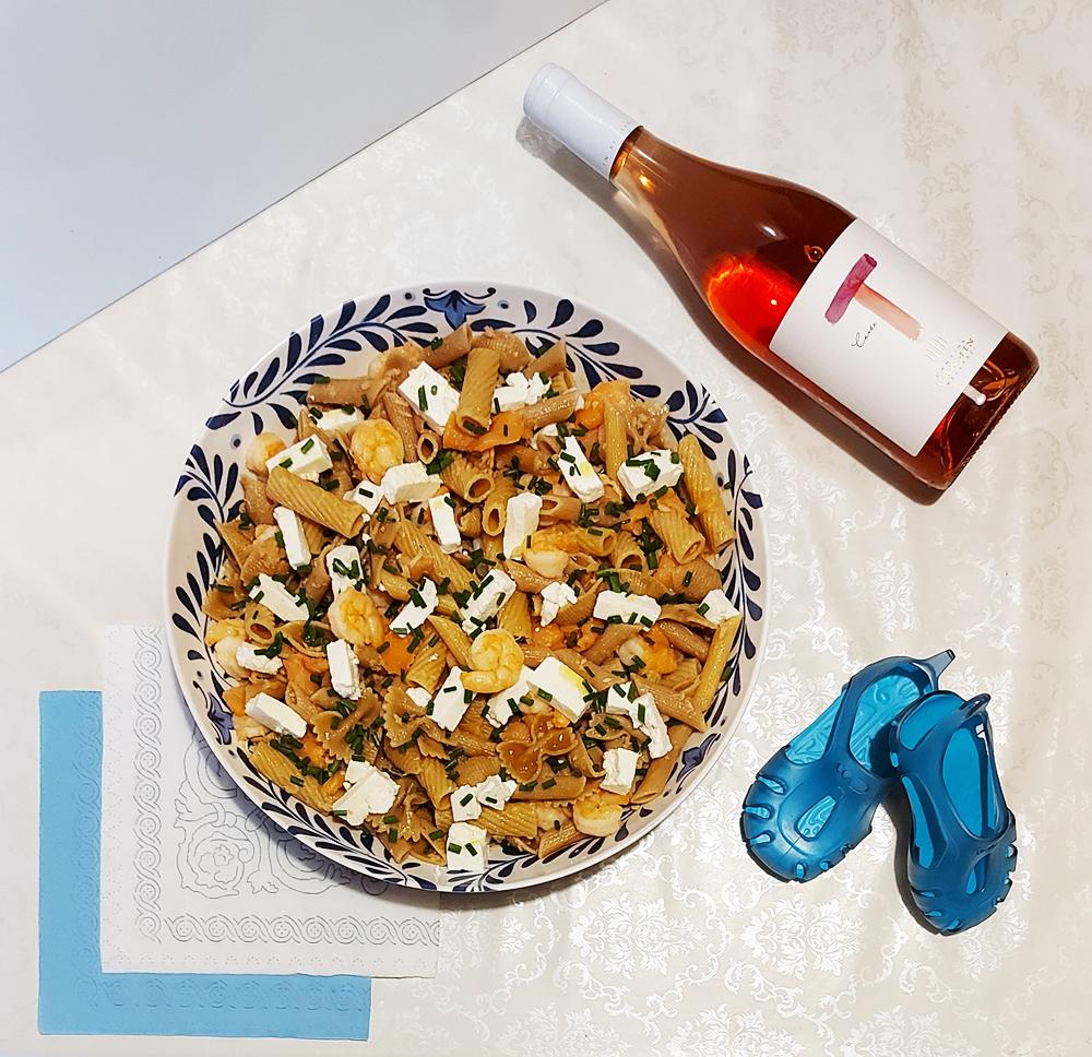Pasta fredda di pesce in Insalatiera Santorini in melamina Touch Mel Camilla Maison