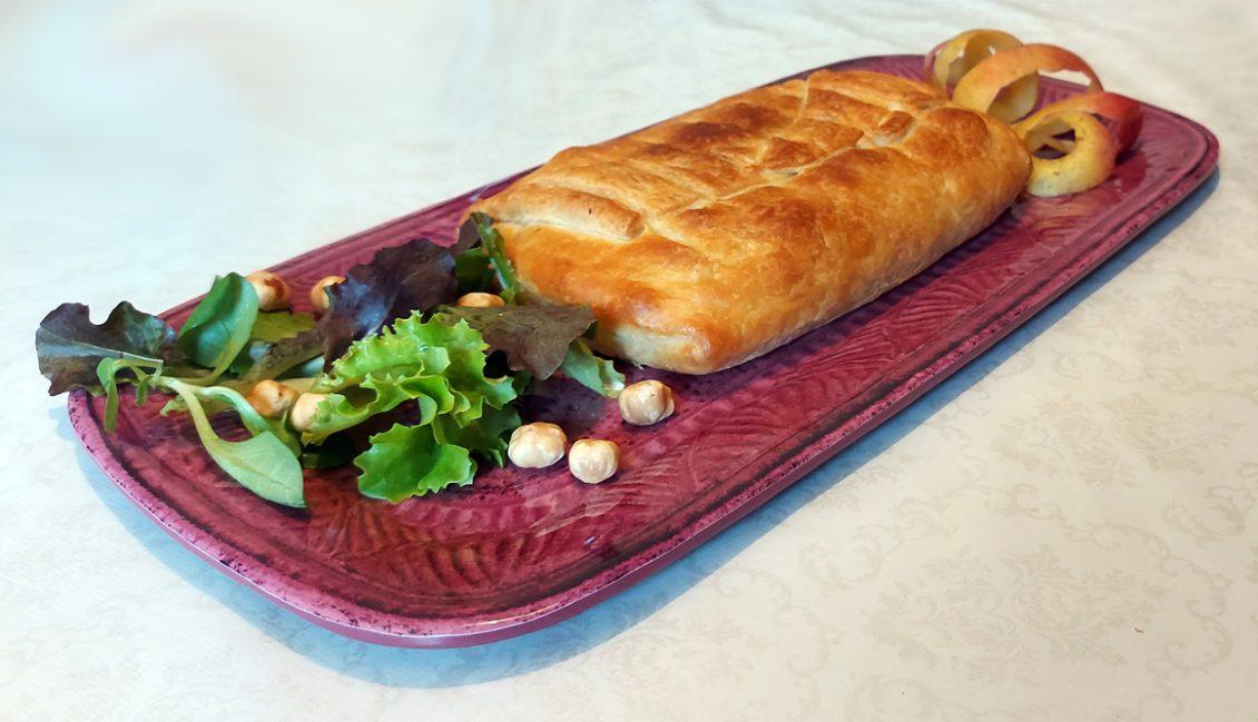 Strudel di Mele salato su Vassoio Rettangolare Magenta Mono Camilla Maison