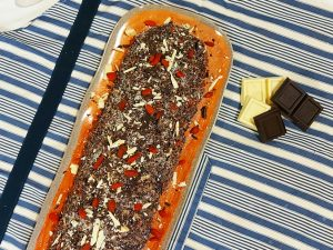 Cheesefruit di Riso Venere su Vassoio Terrae Rosso rettangolare in melamina Touch Mel camilla.maison