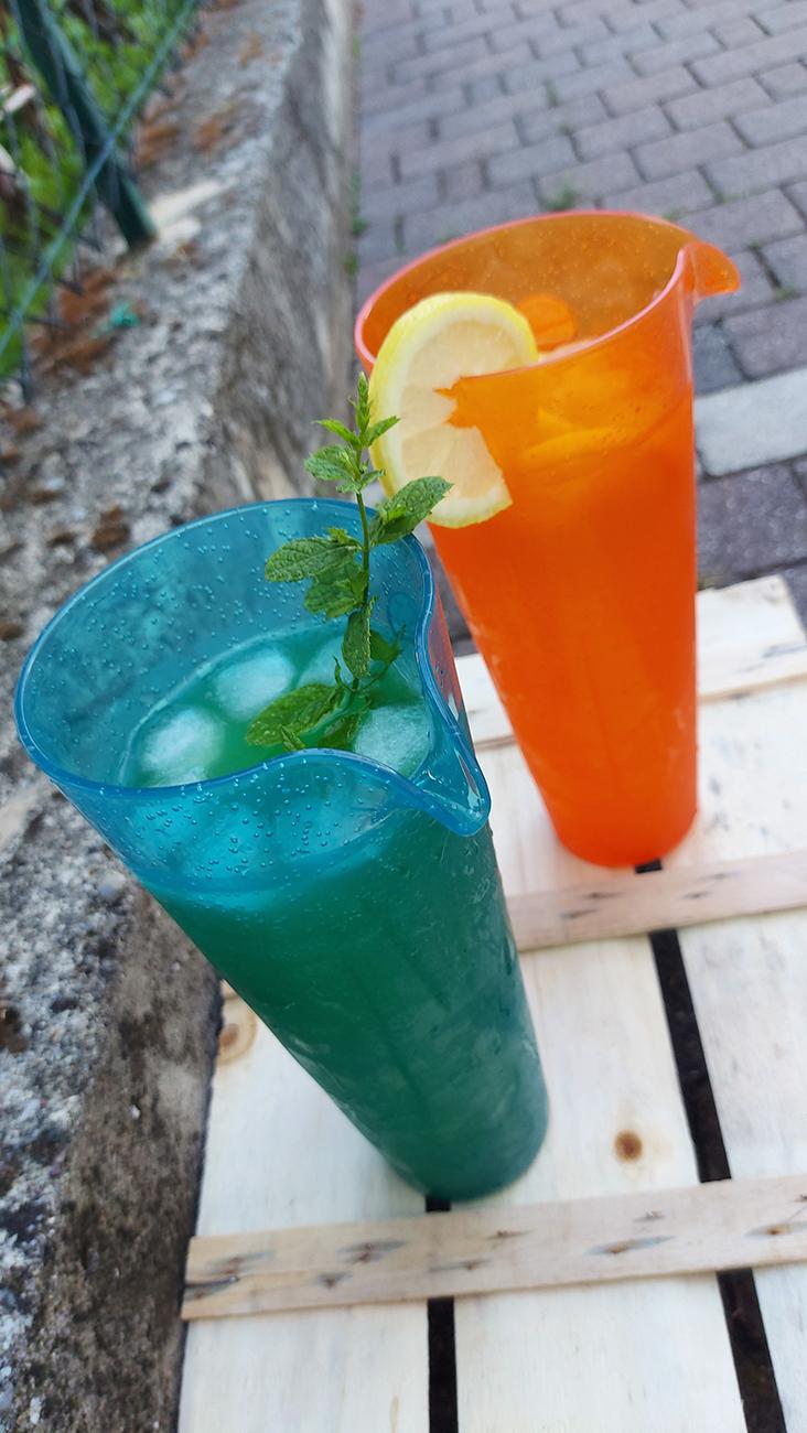 Aperitivo analcolico e aperitivo alcolico in Caraffa Arancio e Caraffa Turchese
